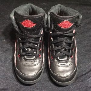Nike Air Jordan Retro II Kids sz 1Y Bred